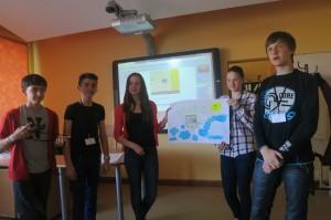 Paveikto grupas darbu prezentējot