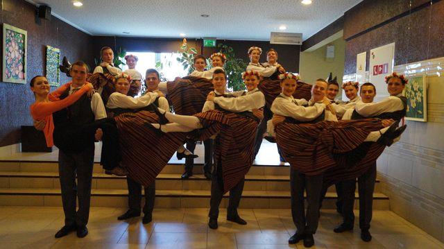 Vidusskolas deju kolektīvs Aizkrauklē dziesmu svētku atlases skatē 30.03.15.