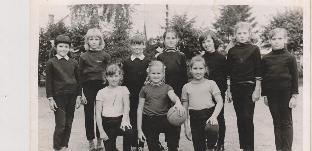 1_1978._79. m.g. 3.b klases meiteņu komanda