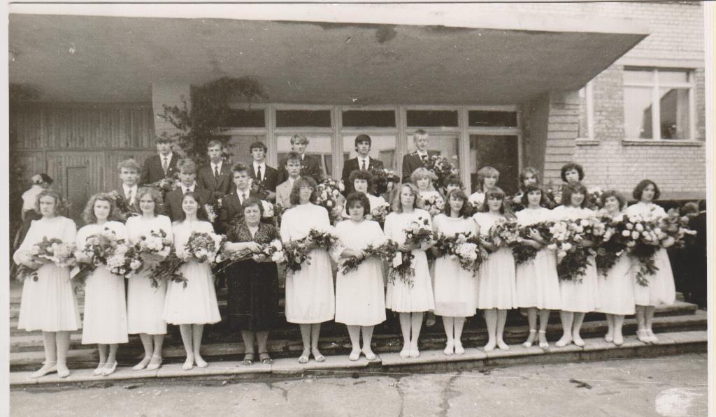 4_1987.gada 26. jūnijā 11.klases izlaidums, audz. Zoja Dubkeviča